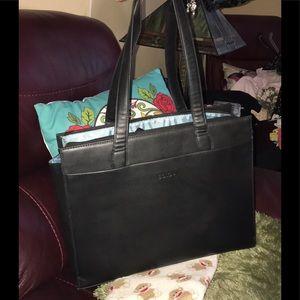 Solo Black Faux Leather Laptop Case w 12 in Straps